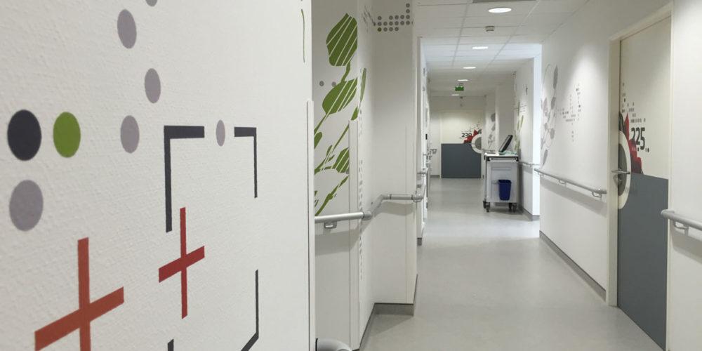 Clinique Oudinot design mural dans les circulations en hospitalisation