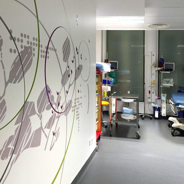 Clinique Oudinot décor mural adhésif salle de réveil chirurgie