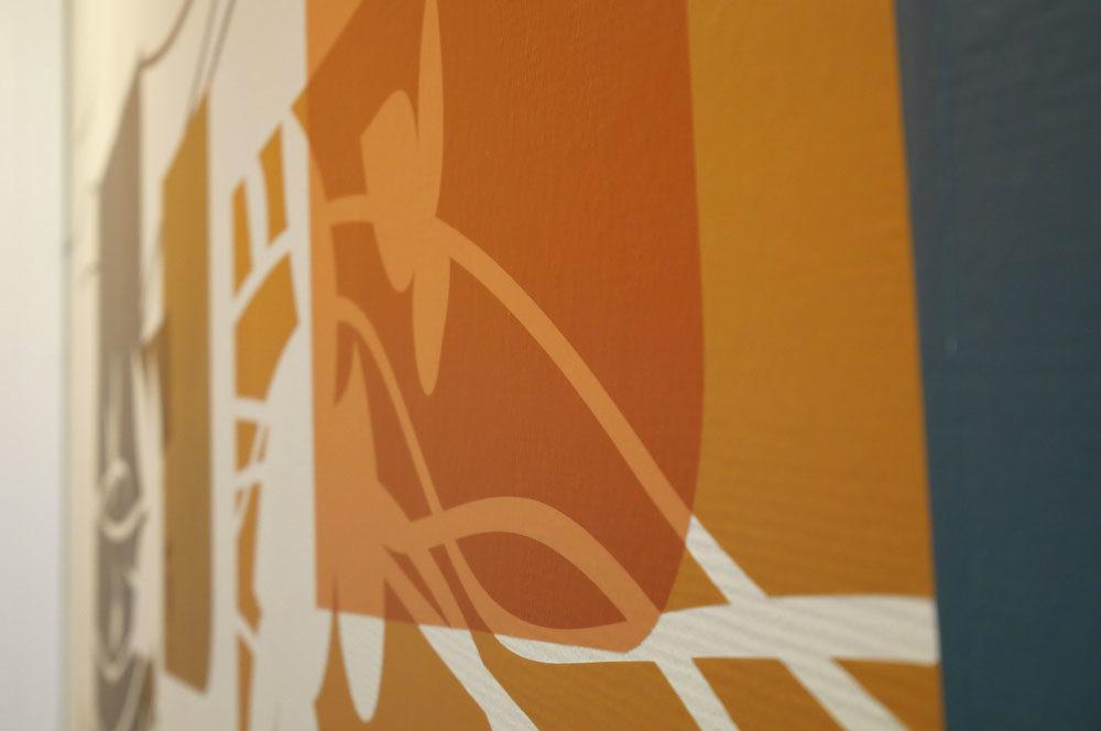 Détail du décor mural en adhésif sur mesure pour la grande salle de réunion de la MAS du Dr Arnaud