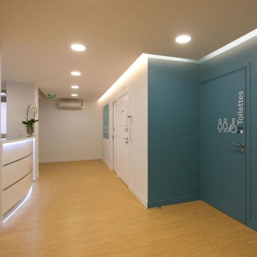 Alavia - Signalétique intérieure cabinet dentaire avec des pictogrammes