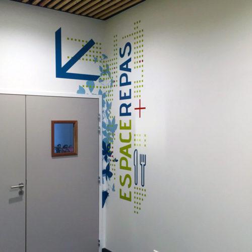 Signalétique décorative et habillage mural espace repas FCBA champs sur Marne