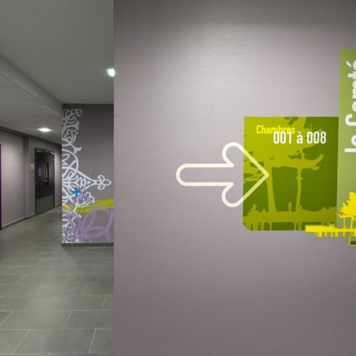 Création et réalisation de décor muraux et signalétique décorative en adhésif pour une collectivité (MAS)