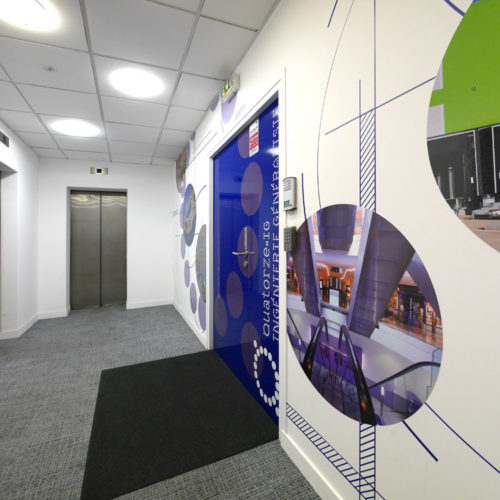 QIG Création décoration murale en adhésif pour l'entrée des bureaux de QIG à Paris