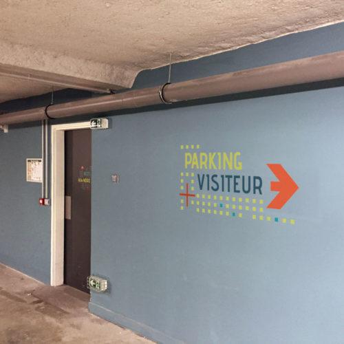 Signalétique directionnelle décorative parking visiteur pour le FCBA à Champs sur Marne