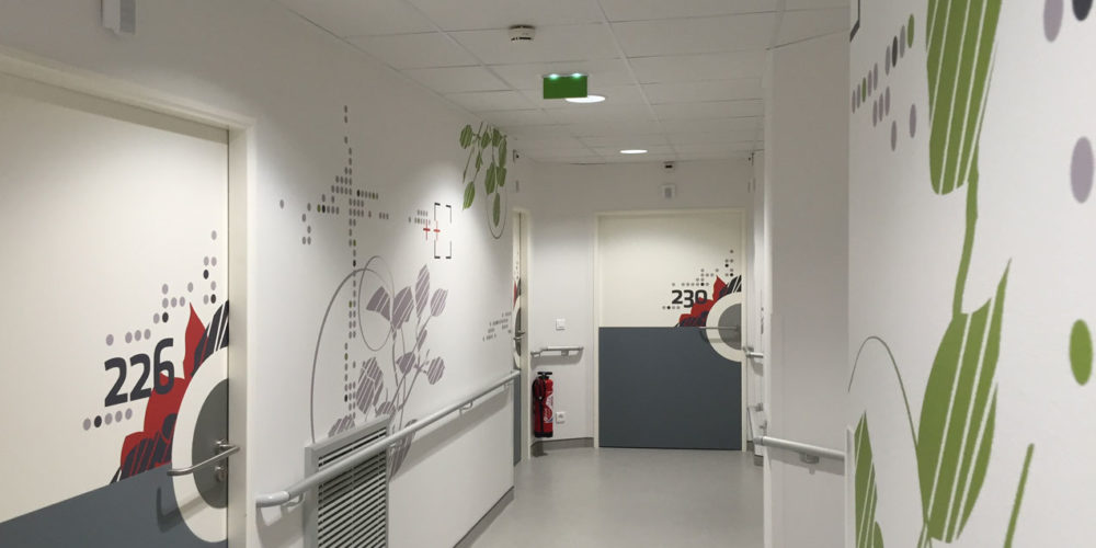Clinique Oudinot décors muraux et numéro de chambre hospitalisation
