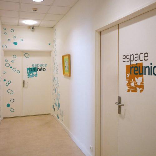 Mas du Dr Arnaud - Signalétique et habillage muraux espace réunion et espace balnéo