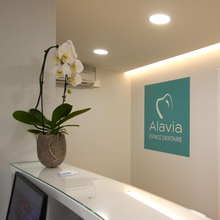 Signalétique intérieure en adhésif pour cabinet dentaire Marquage accueil et entrée