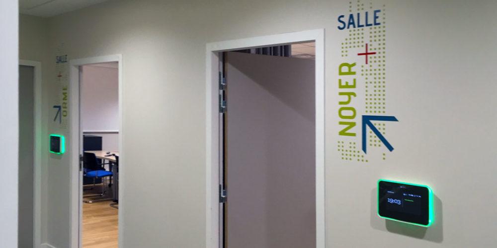 Signalétique décorative pour des salles de réunion dans les locaux du FCBA à Champs sur Marne