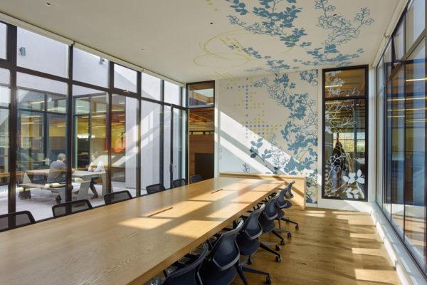 Decor mural salle de reunion avec sticker realises sur mesure