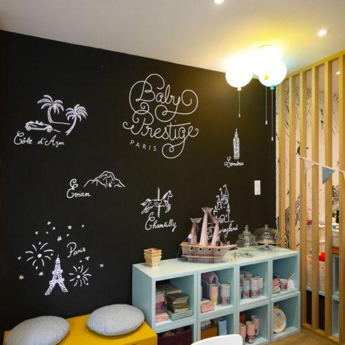 Decor mural en adhesif realise sur mesure pour la boutique Baby Prestige a Chatillon