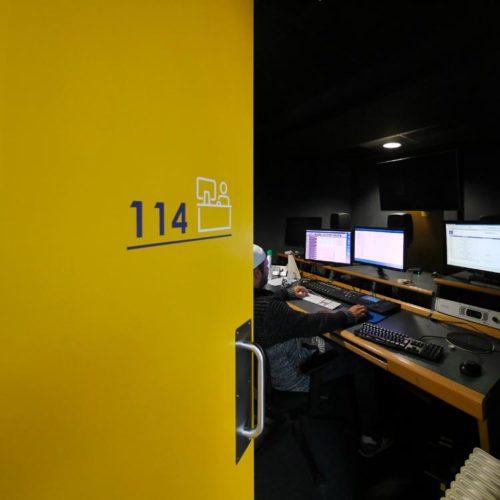 Signaletique des postes de travail dans les nouveaux locaux d'HIVENTY a Boulogne