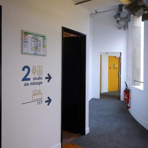 Signaletique directionnelle dans les nouveaux locaux d'HIVENTY a Boulogne