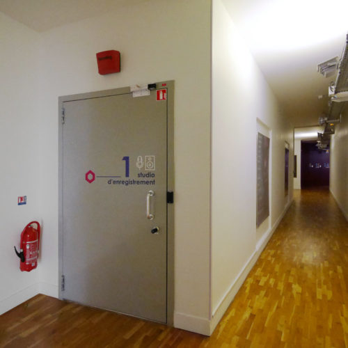 Signaletique pour un studio d'enregistrement dans les locaux d'HIVENTY a Boulogne