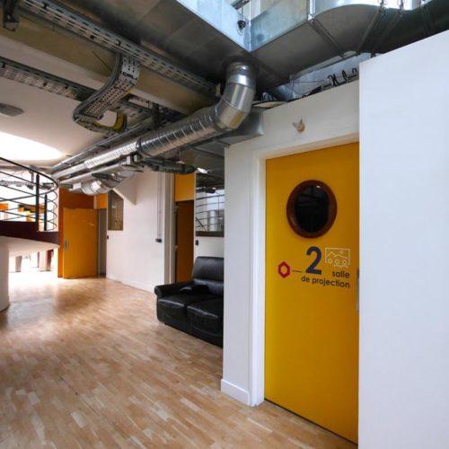 Signaletique pour une salle de projection des nouveaux locaux d'HIVENTY a Boulogne